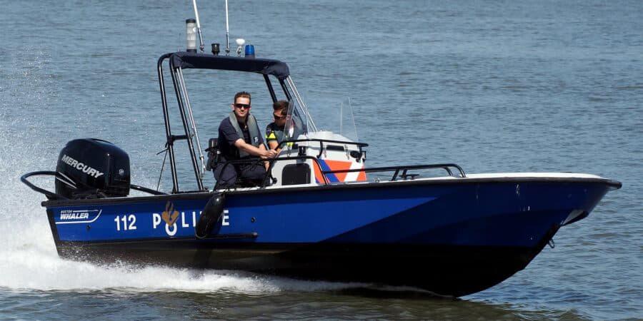 Snelle politieboot